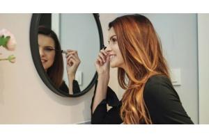 Makijażowe triki dla okularnicy