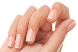 Manicure japoński – zabieg dla zniszczonych paznokci