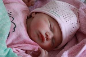 Pierwsze tygodnie po porodzie – jak opiekować się maluszkiem? Wszystko, co jest dla ciebie ważne