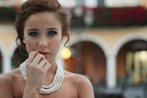 Jak dobrać biżuterię do sukienki? To nie jest takie trudne!