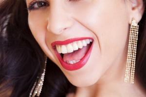 Ty też możesz mieć piękne zęby. Ile kosztują licówki?