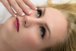 Kosmetyki do pielęgnacji twarzy i ciała: jak je kupować?