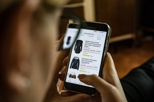 Najlepsze sklepy internetowe dla kobiet – z ubraniami i kosmetykami. Gdzie kupować?