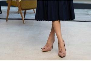 Jakie rajstopy założyć do cielistych butów? Najważniejsze zasady